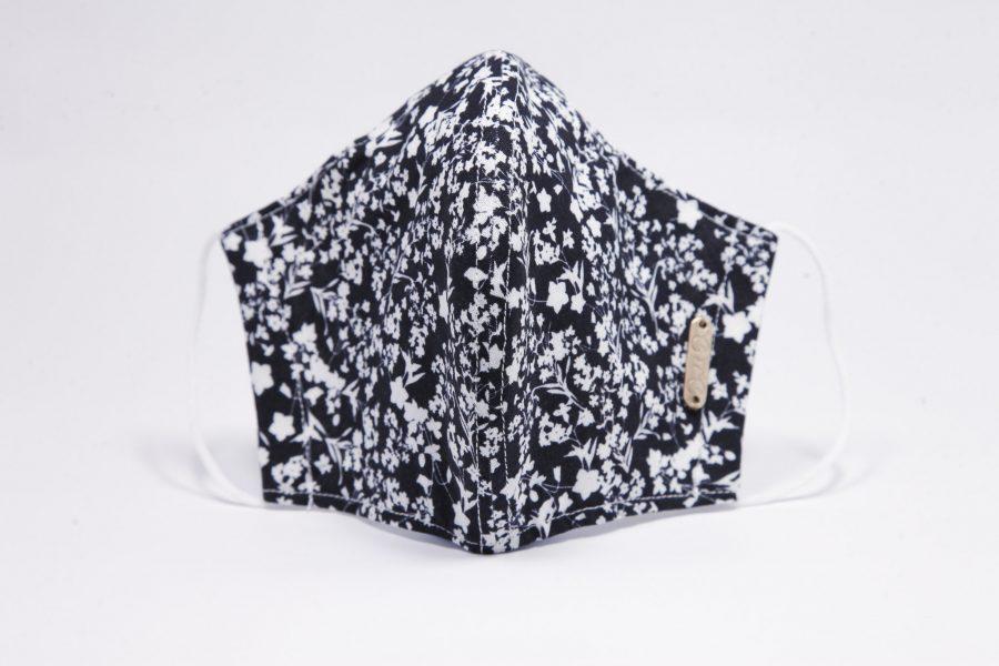 Mascarilla higiénica reutilizable negra de flores